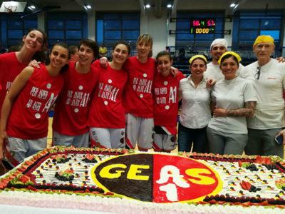 Una grande torta per lo scudetto del Geas basket