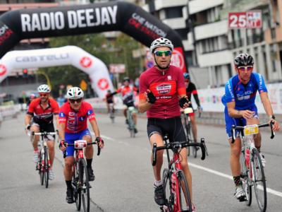 Deejay 100 la gara ciclistica per le strade di Milano